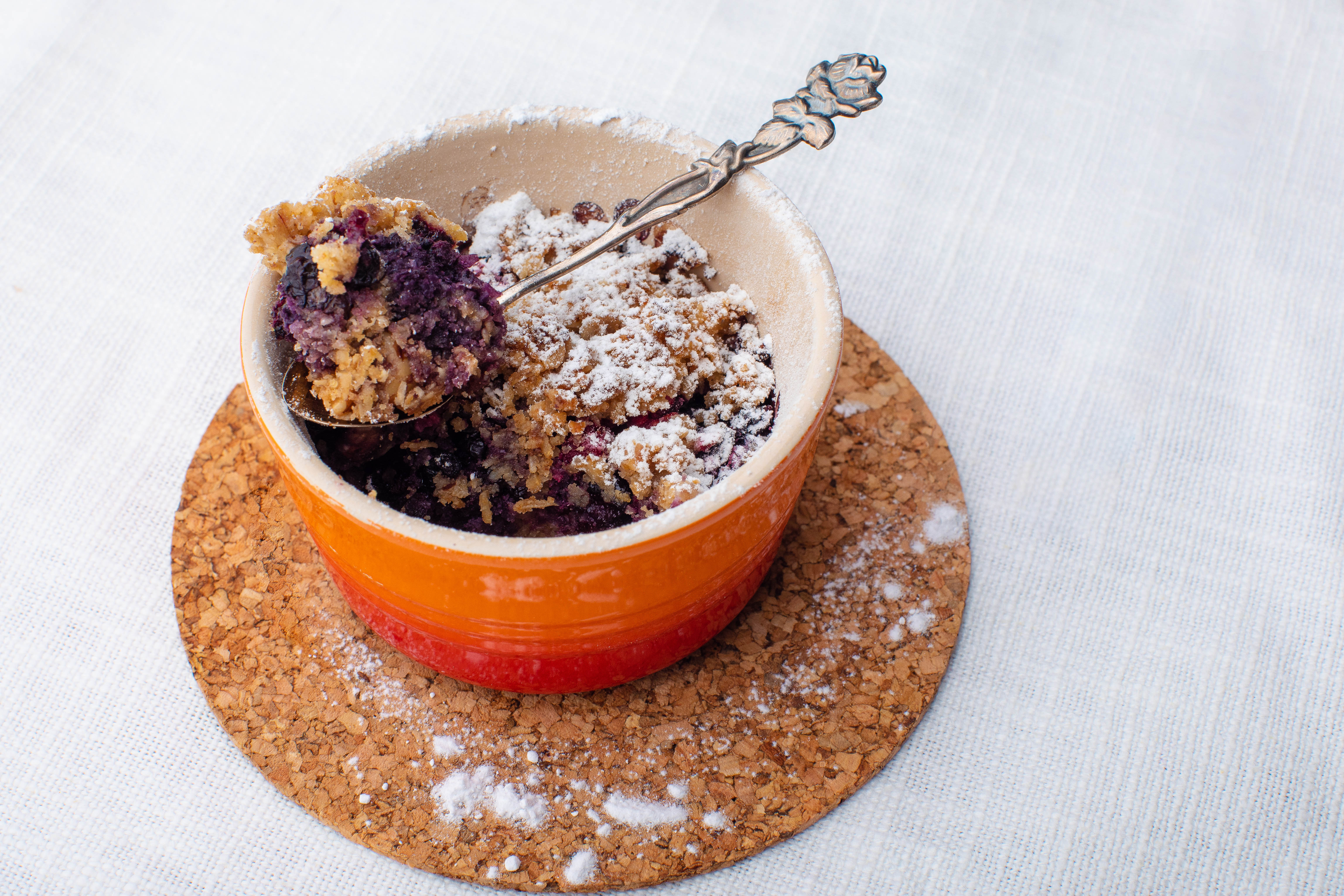 Mini keto berry crumble pots