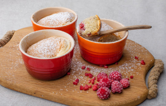 Keto almond-raspberry mini souffle cakes
