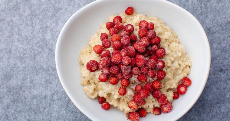 Creamy vegan millet porridge with berries
