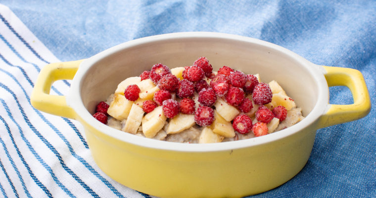 Vegan oatmeal porridge with banana and berries