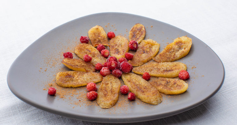 Pan-fried banana with cinnamon and berries