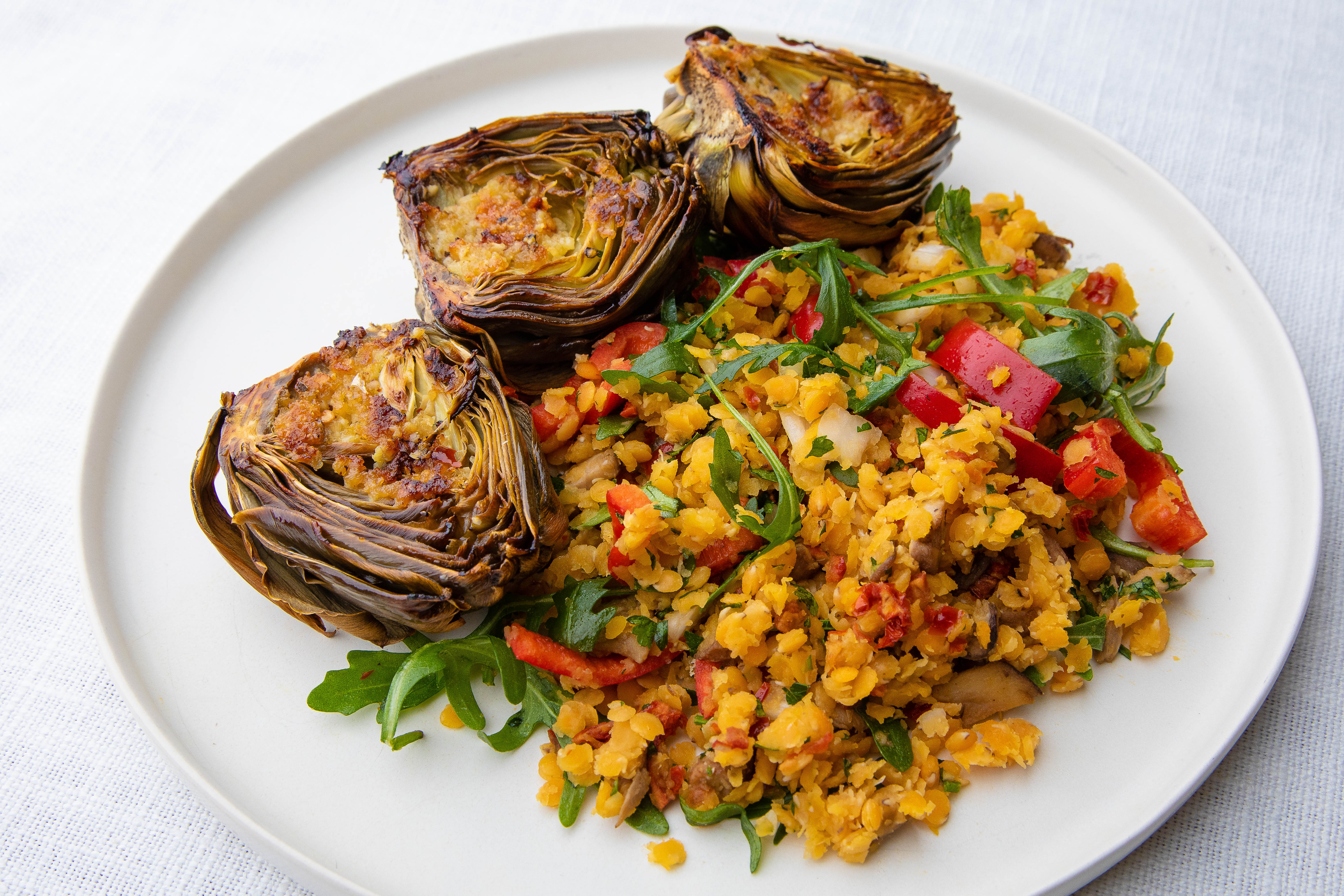 Warm salad with lentils, mushrooms, vegetables and grilled artichokes
