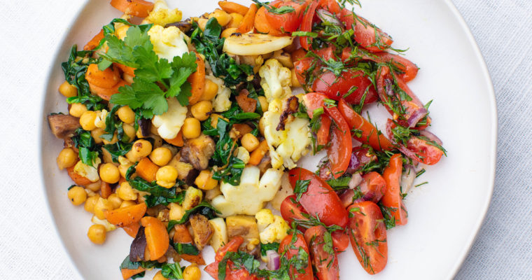 Warm salad with chickpeas, mushrooms and veggies